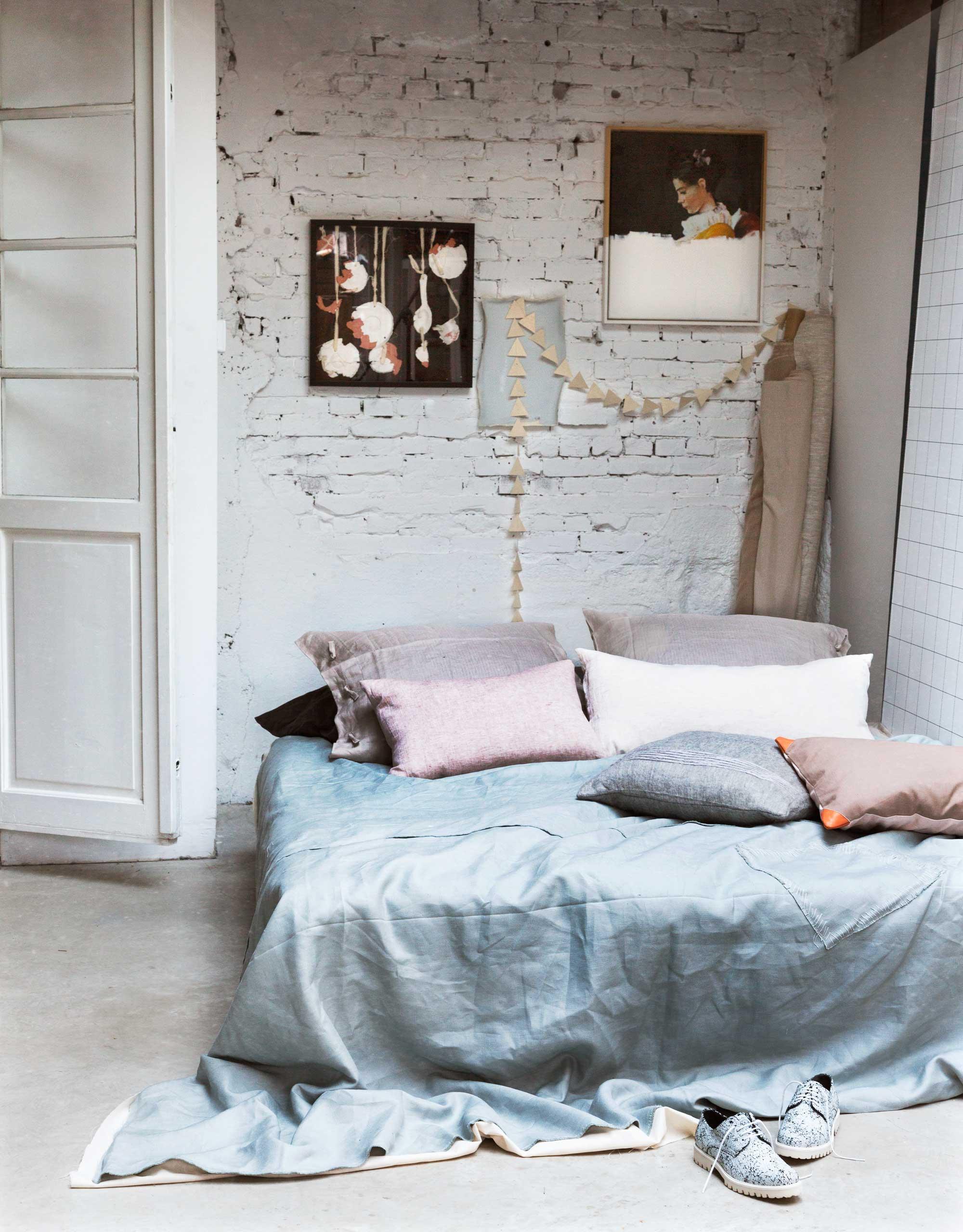lichte slaapkamer bakstenenmuur