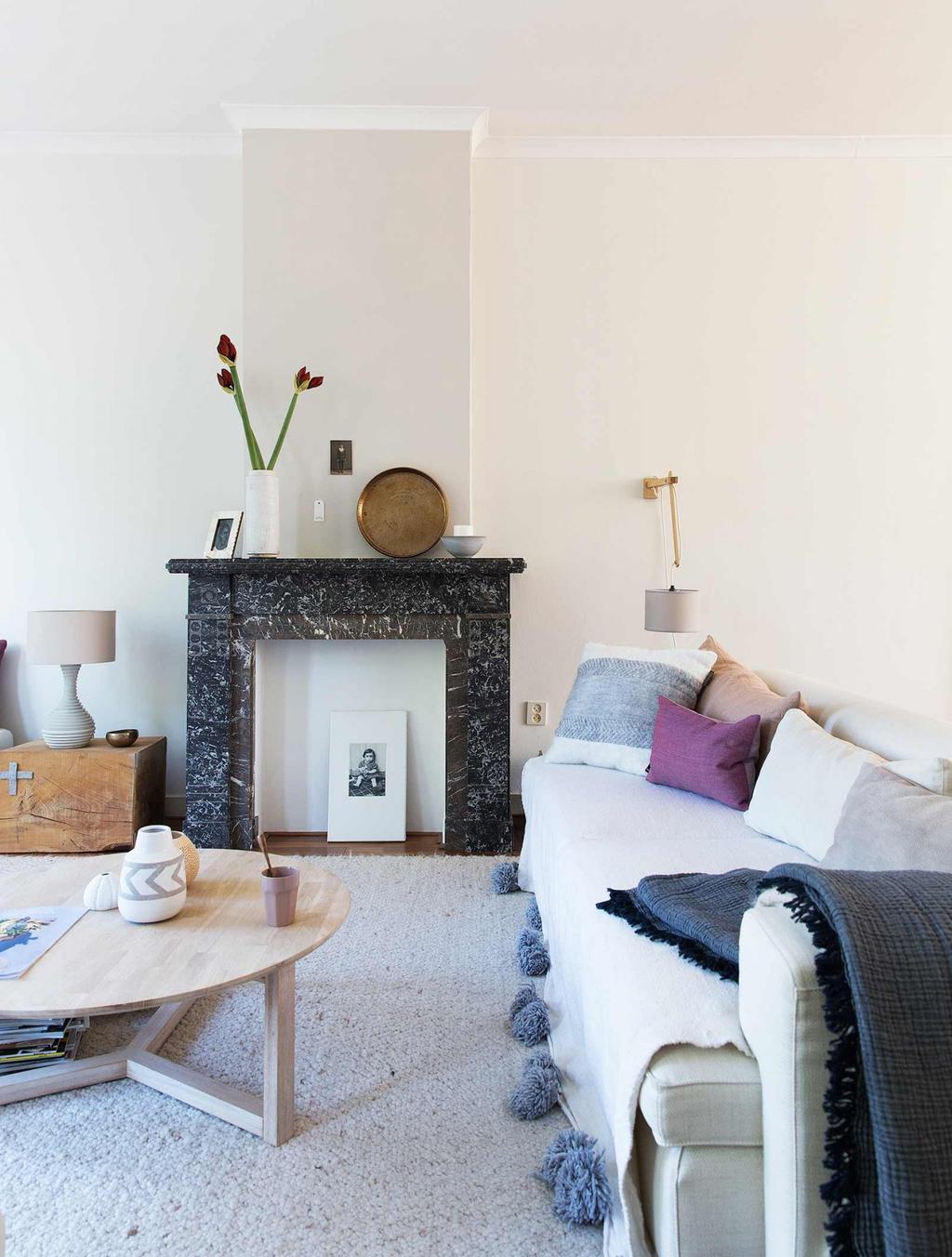 salon cheminee marbre noir