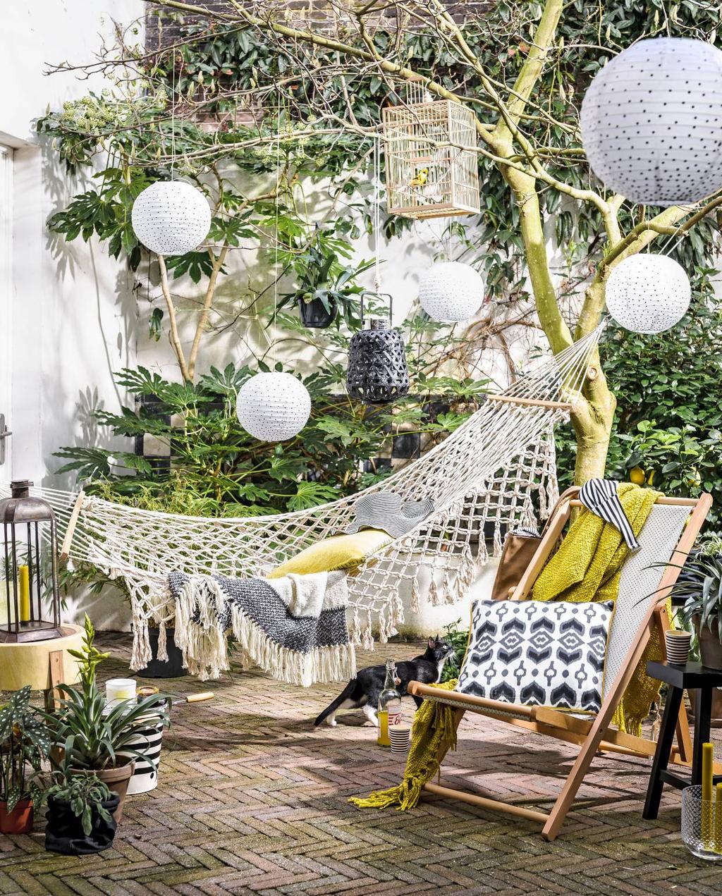 2016-05 vtwonen | tuin terras hangmat en stoel