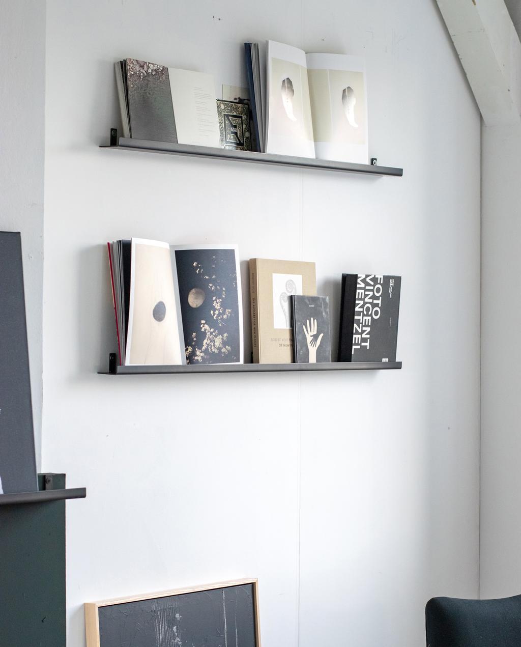 vt tv stylingtips van marianne | galerie op wandplank twee wandplanken met kunstboeken