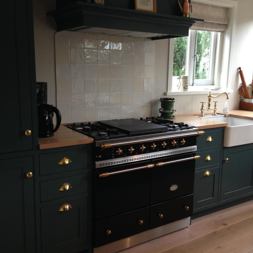 het-resultaat-na-een-jaar-hard-werken-we-hebben-de-keuken-zelf-ontworpen-en-gemaakt
