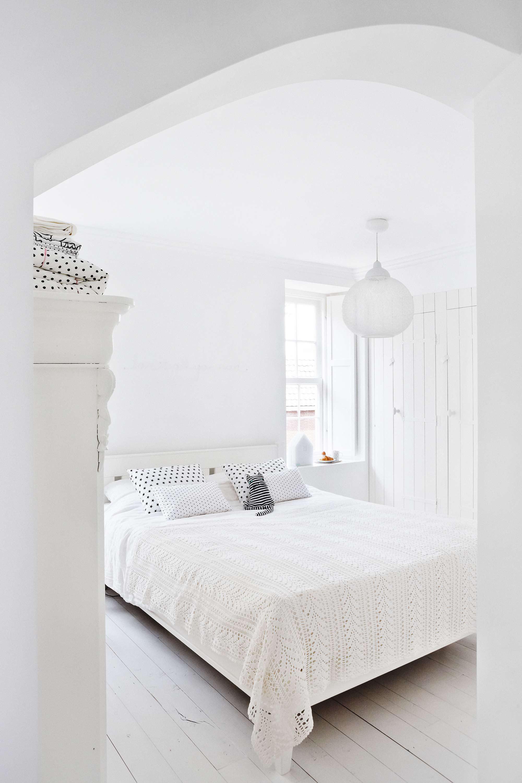 bed-wit-slaapkamer