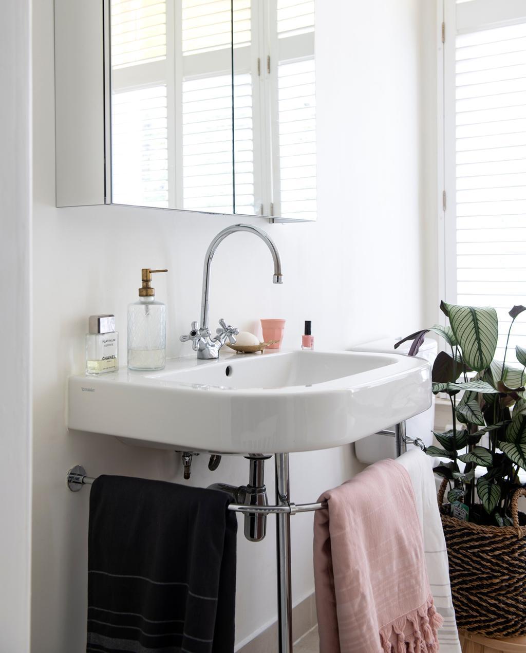 vtwonen 1-2020 | Binnenkijken in een benedenwoning in Amsterdam badkamer