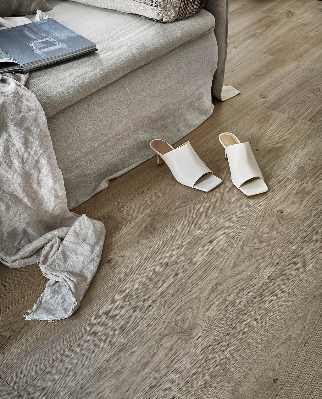 vtwonen 08-2021   evc vloer in de woonkamer met twee hakken