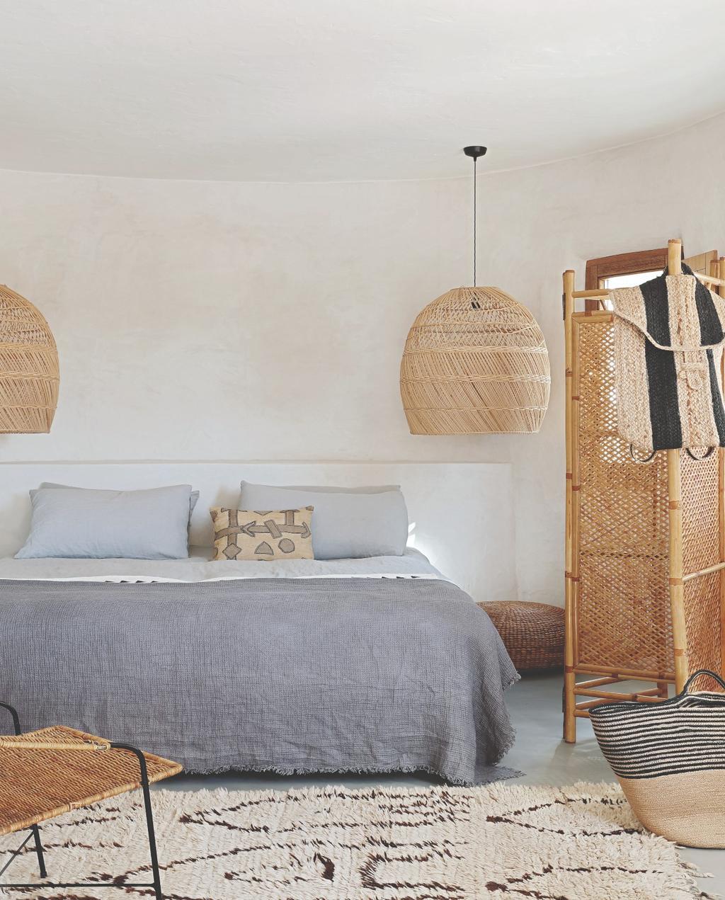 vtwonen 07-2020 binnenkijken ibiza slaapkamer rotan roomdivider