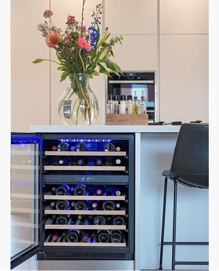 de-wijnkoeler-van-dunavox-echt-een-blikvanger-in-onze-keuken-iedere-week-zorg-ik-voor-een-fris-zomerboeket