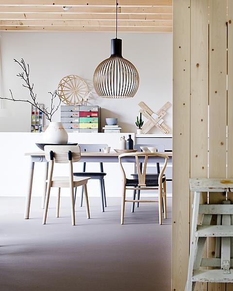 hout stoelen tafel