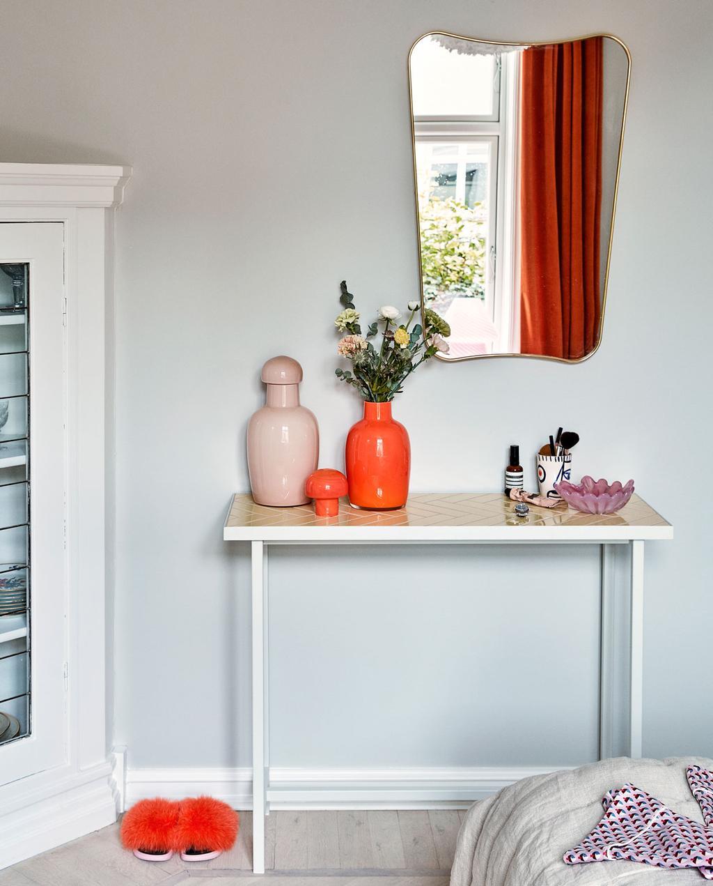 vtwonen 10-2019 | slaapkamer met oranje tinten accessoires