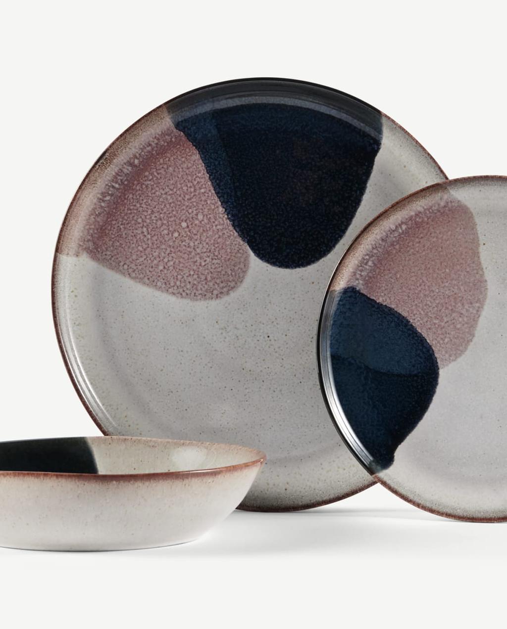 servies keramiek met roze en donkerblauwe vlekken van made.com heilige nachten kerk