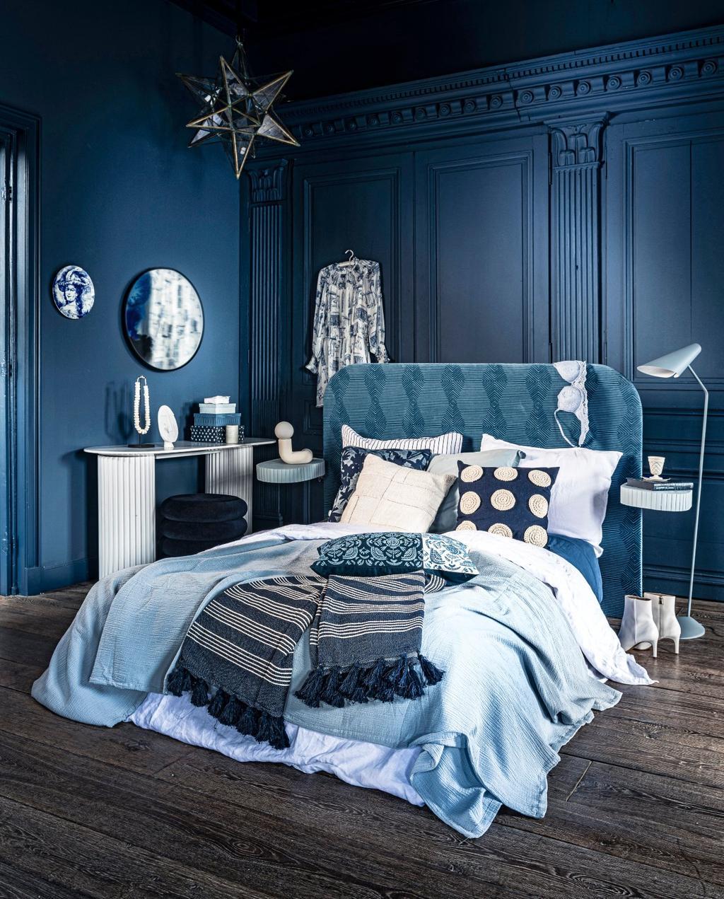 vtwonen 07-2020 | styling blauw slaapkamer met blauw bed