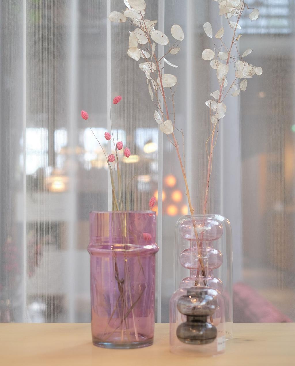 vtwonen | Blog PRCHTG Design in Den Bosch roze vazen met gedroogde bloemen