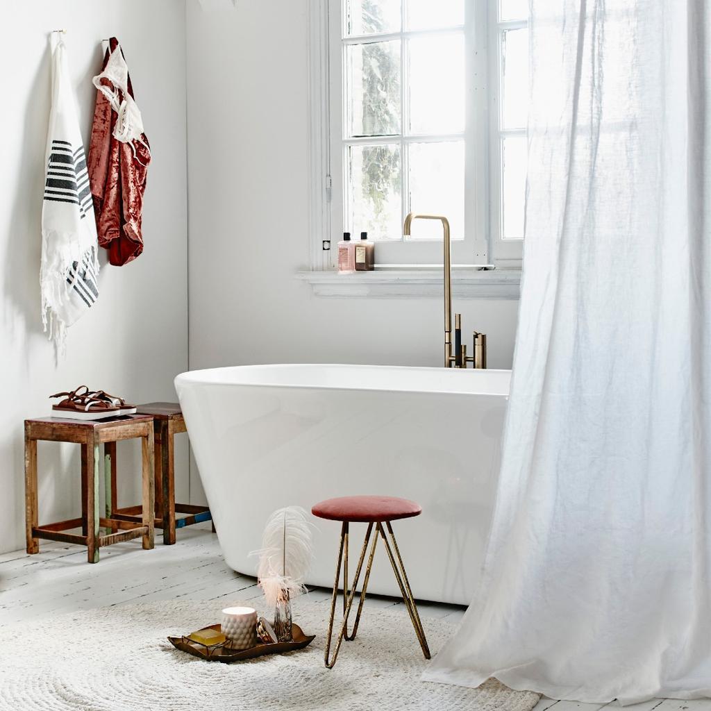 Badkamer met gouden kraan - bad schoonmaken