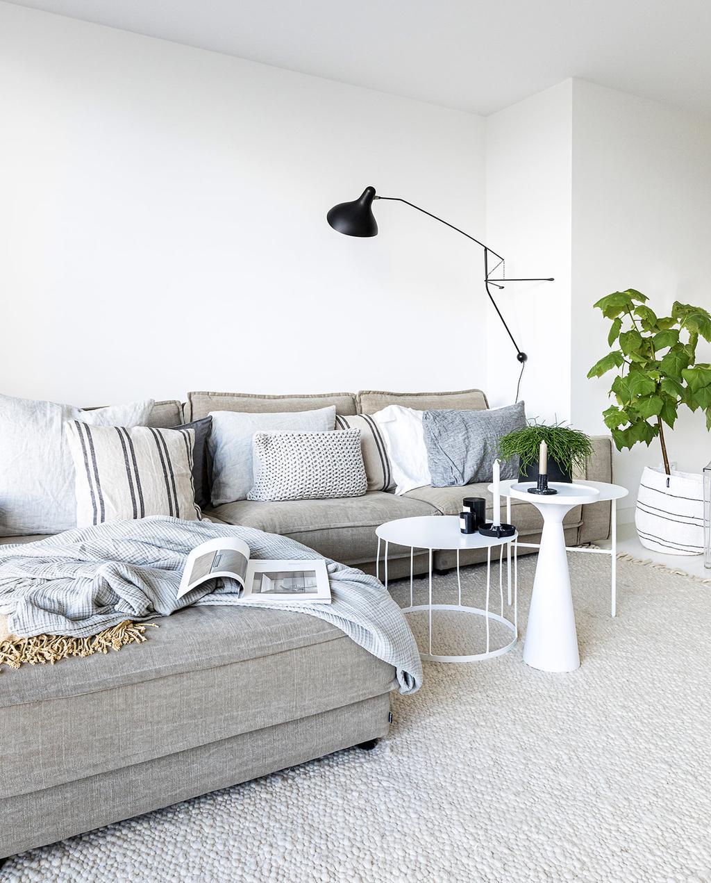 vtwonen 04-2021 | woonkamer met grijze hoekbank