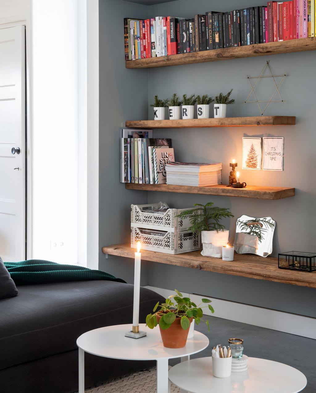 vtwonen 12-2019 | Binnenkijken in een vrijstaand huis in Geleen woonkamer boekenplank
