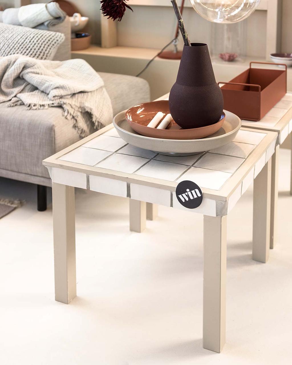 Moderne woonkamer in het vtwonen huis: win een salontafel met tegels