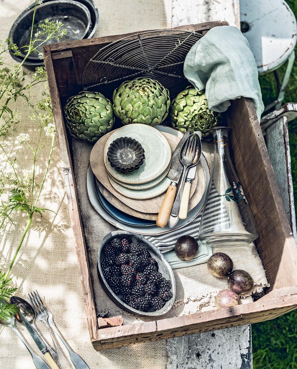 vtwonen 07-2017 | kist met eten buiten