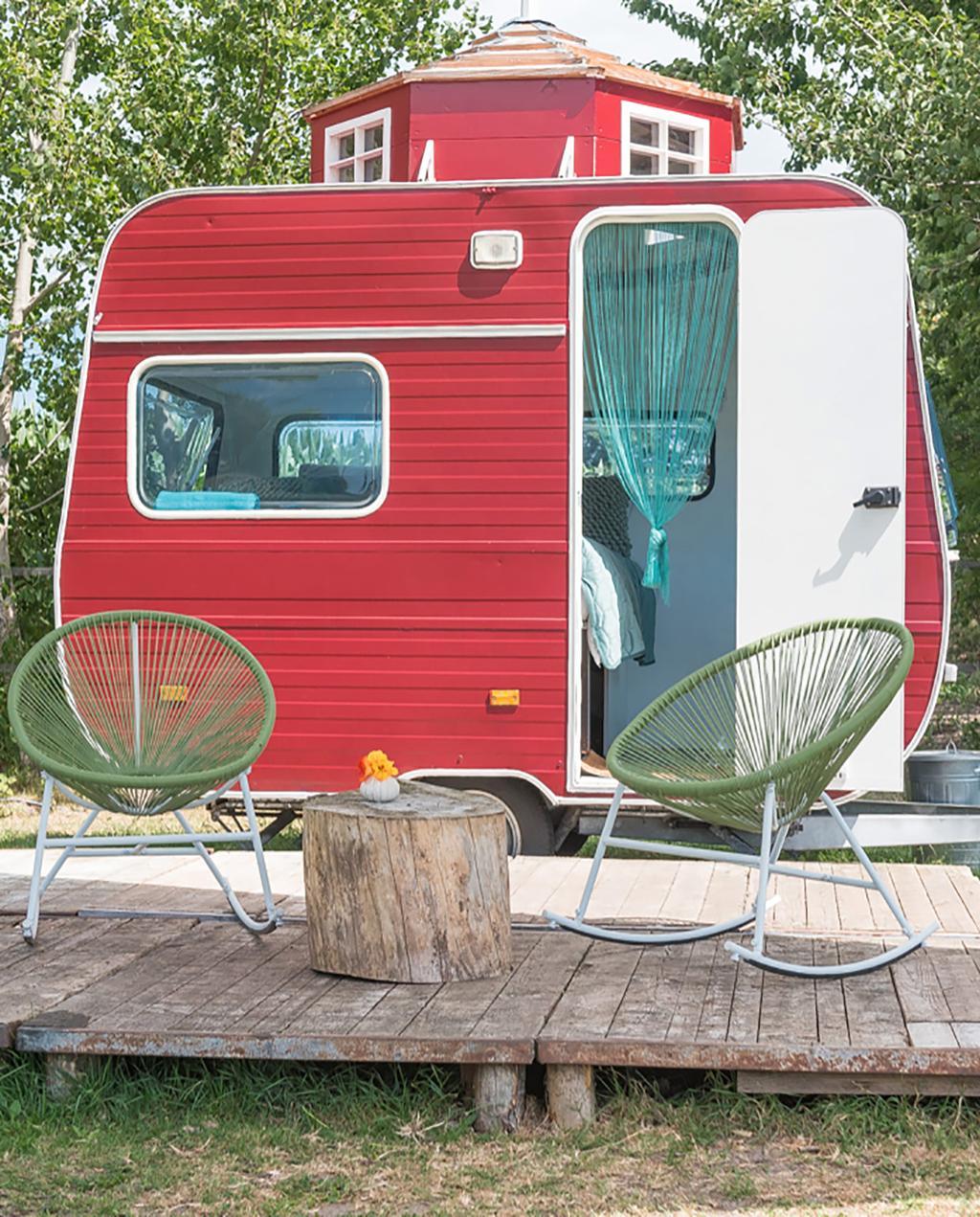 vtwonen special zomerboek 08-2020 | rode caravan met koepel