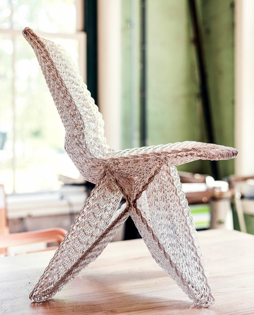 vtwonen 07-2021   stoel ontworpen door Dirk met gerecycled materiaal