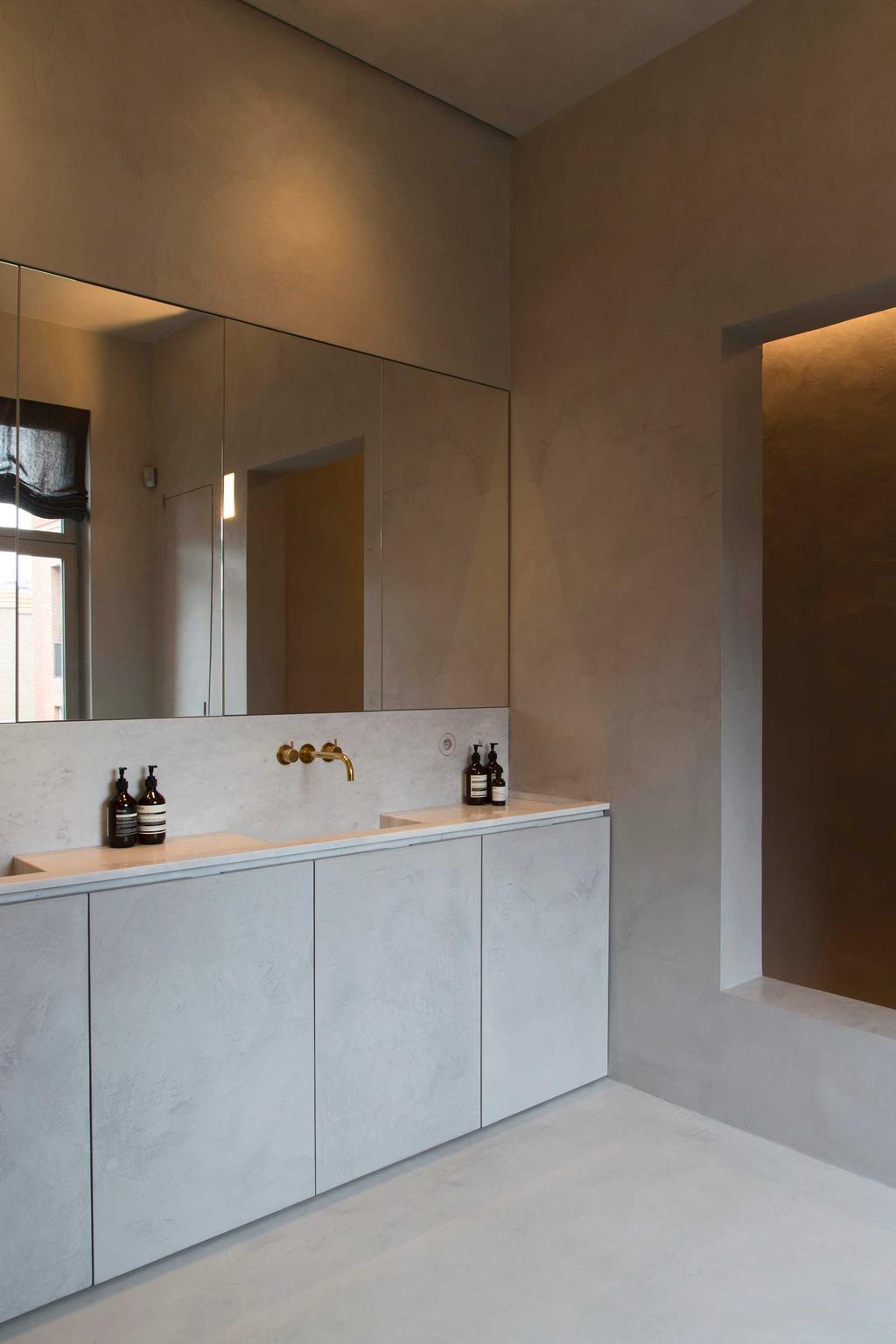 bk grijze badkamer met wastafel