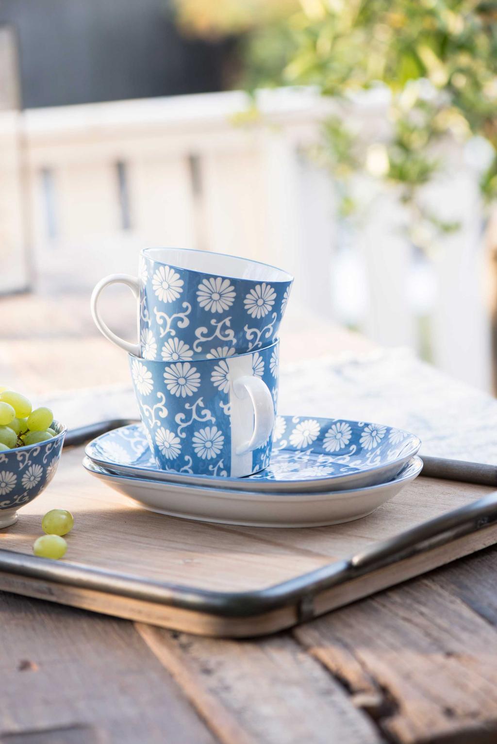 voorjaarstafel ib laursen kleurrijk servies blauw