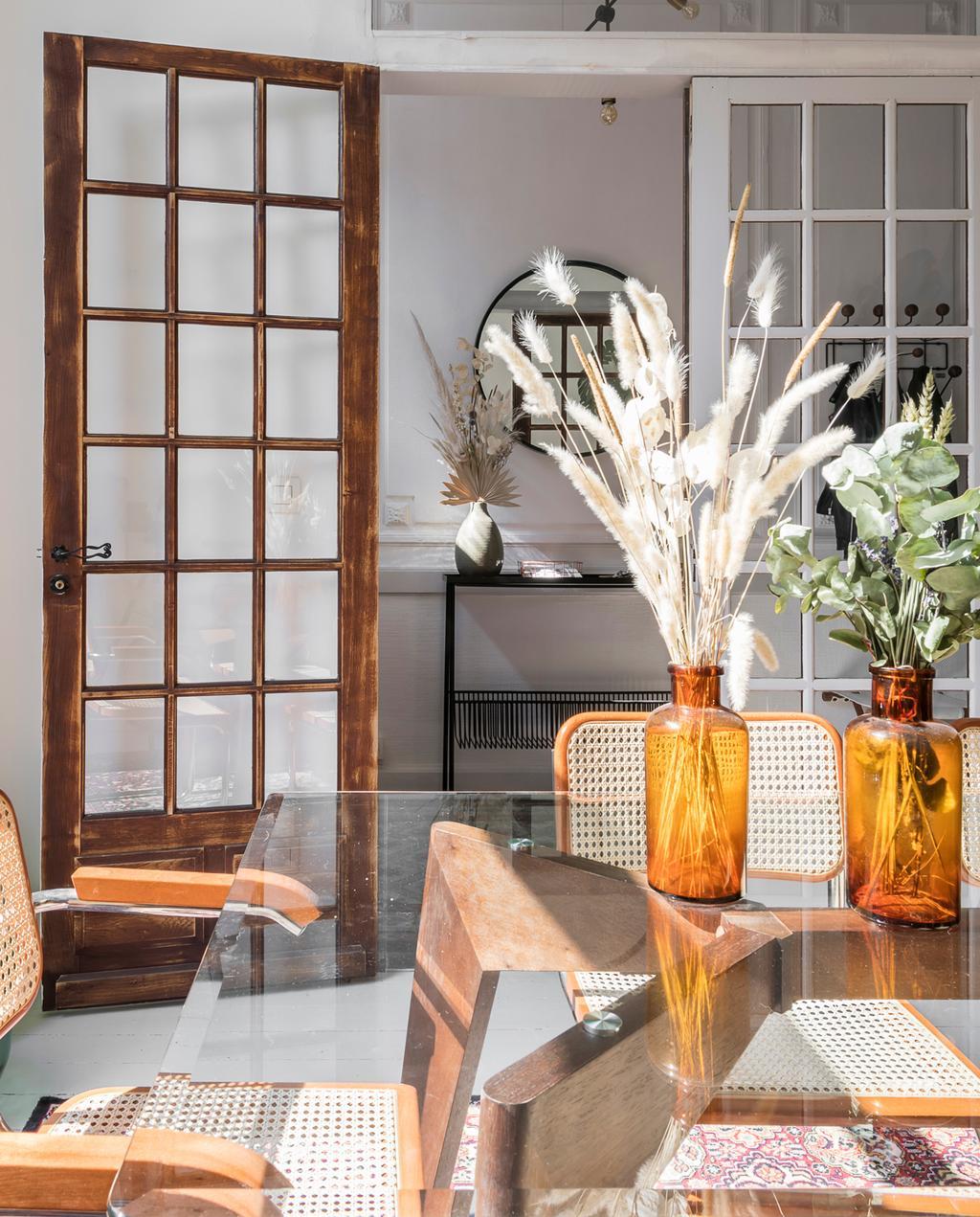 vtwonen 13 | Binnenkijken in een burgerwoning in Antwerpen eettafel van glas