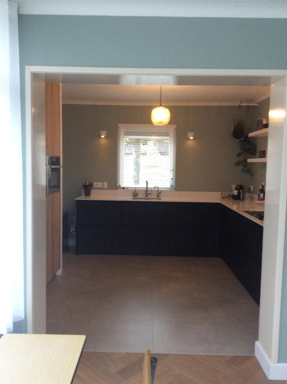 nieuwe-keuken-uitgebreide-modernisering-van-het-huis-direct-na-aankoop-waaronder-nieuwe-keuken-en-nieuwe-vloeren