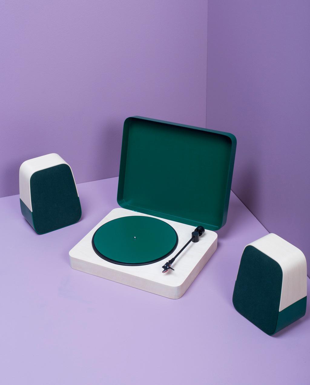 vtwonen blog | blog StudentDesign design voor op je verlanglijstje Tomi Laukkanen groene muziekspelers paarse achtergrond