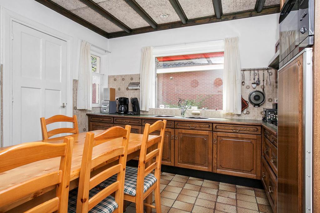 dit-was-de-keuken-toen-we-het-huis-kochten-typisch-jaren-70-en-dat-in-een-jaren-30-huis-ook-was-de-keuken-een-afgesloten-ruimte-wij-hebben-nu-in-ruim-2-jaar-het-gehele-huis-verbouwd-van-dak-tot-kelder