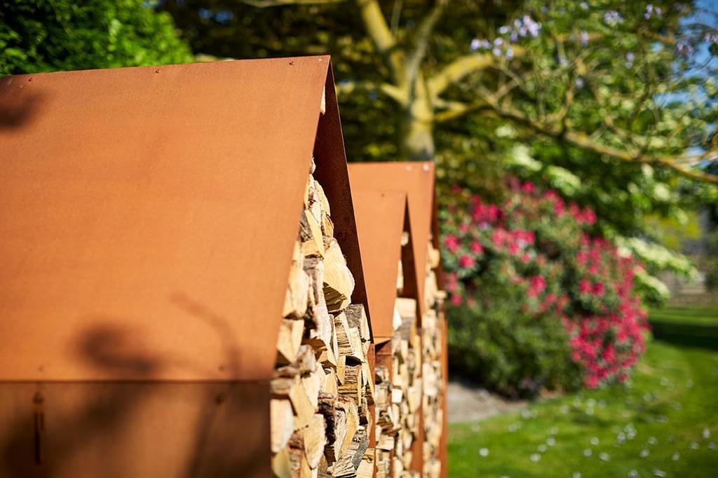 Detail van hout in RB73 houtopslag Bruges