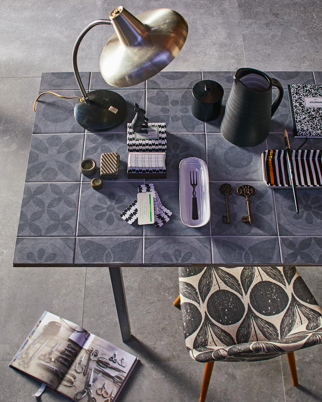 Tafel met vtwonen tegels Neo