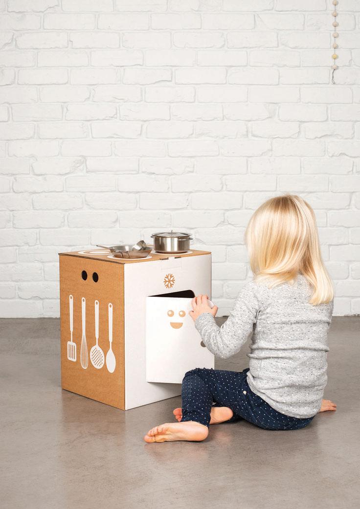duurzaam speelgoed flatout frankie keukentje van kartonnen doos