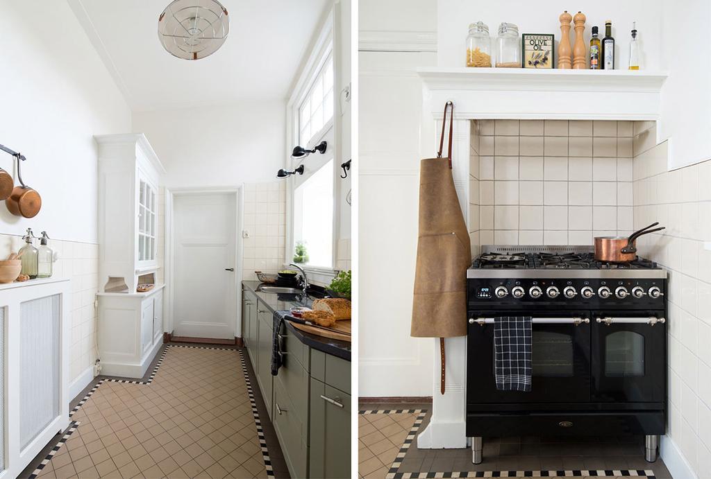 Keuken met een groot zwart fornuis