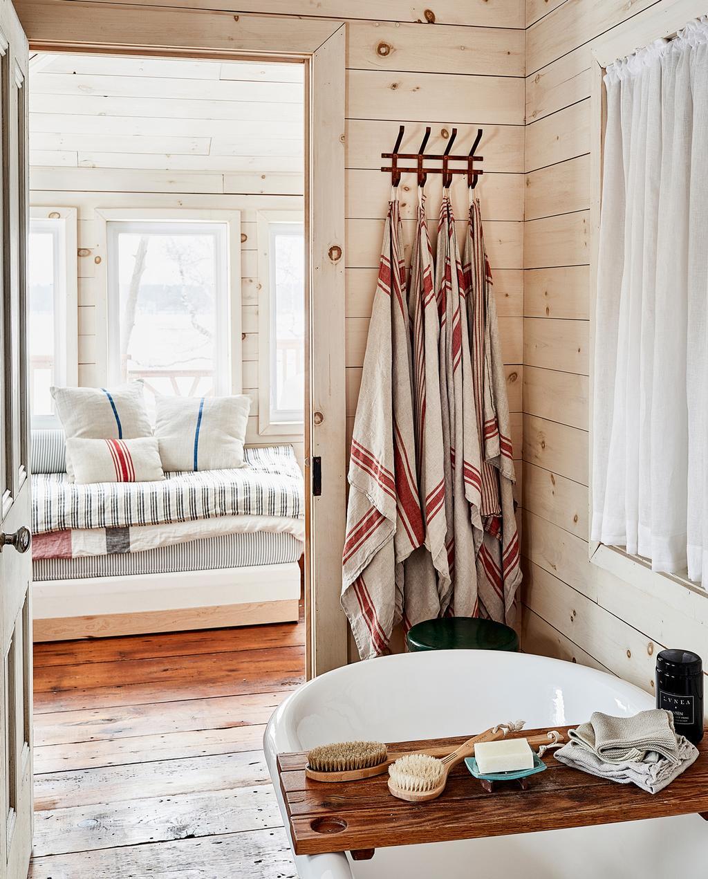 vtwonen 13-2019 | Binnenkijiken in een cottage in Wellington badkamer