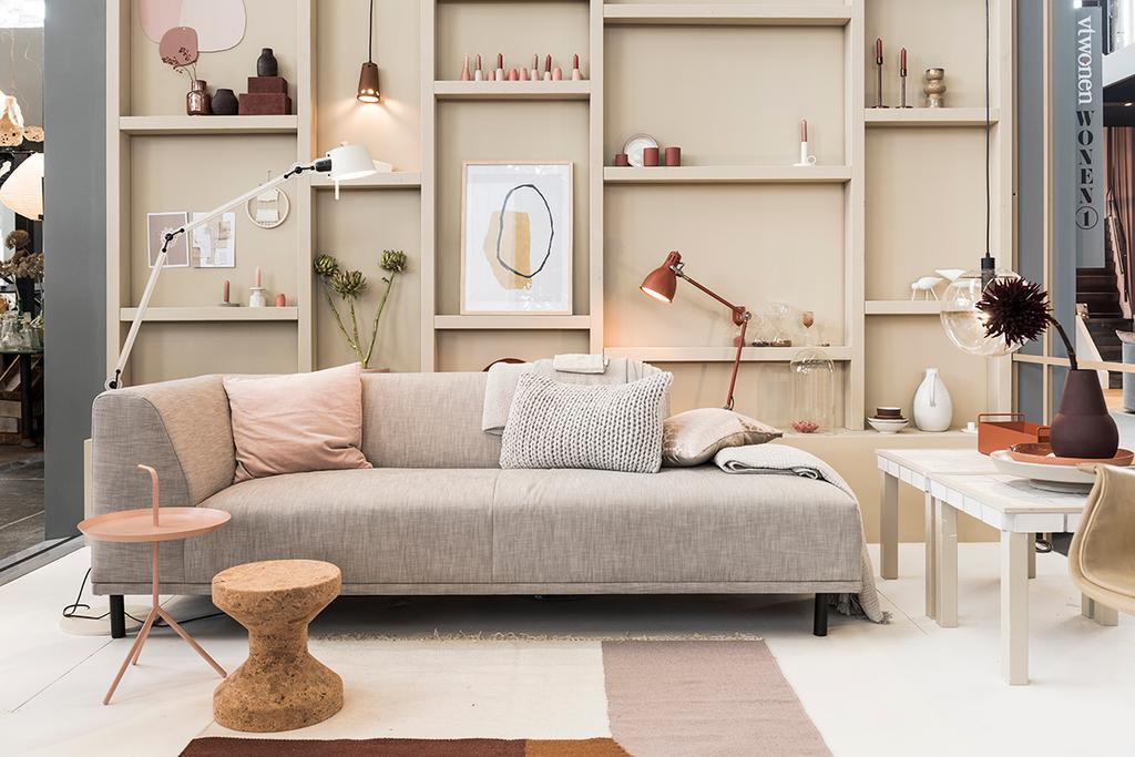 De moderne woonkamer in het vtwonen huis op de vt wonen&design beurs.