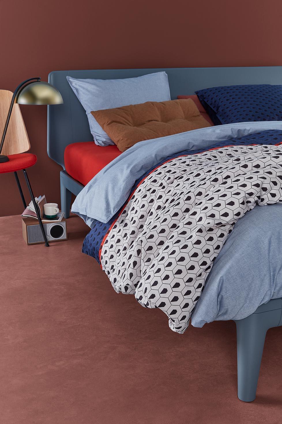 opgemaakt auping bed