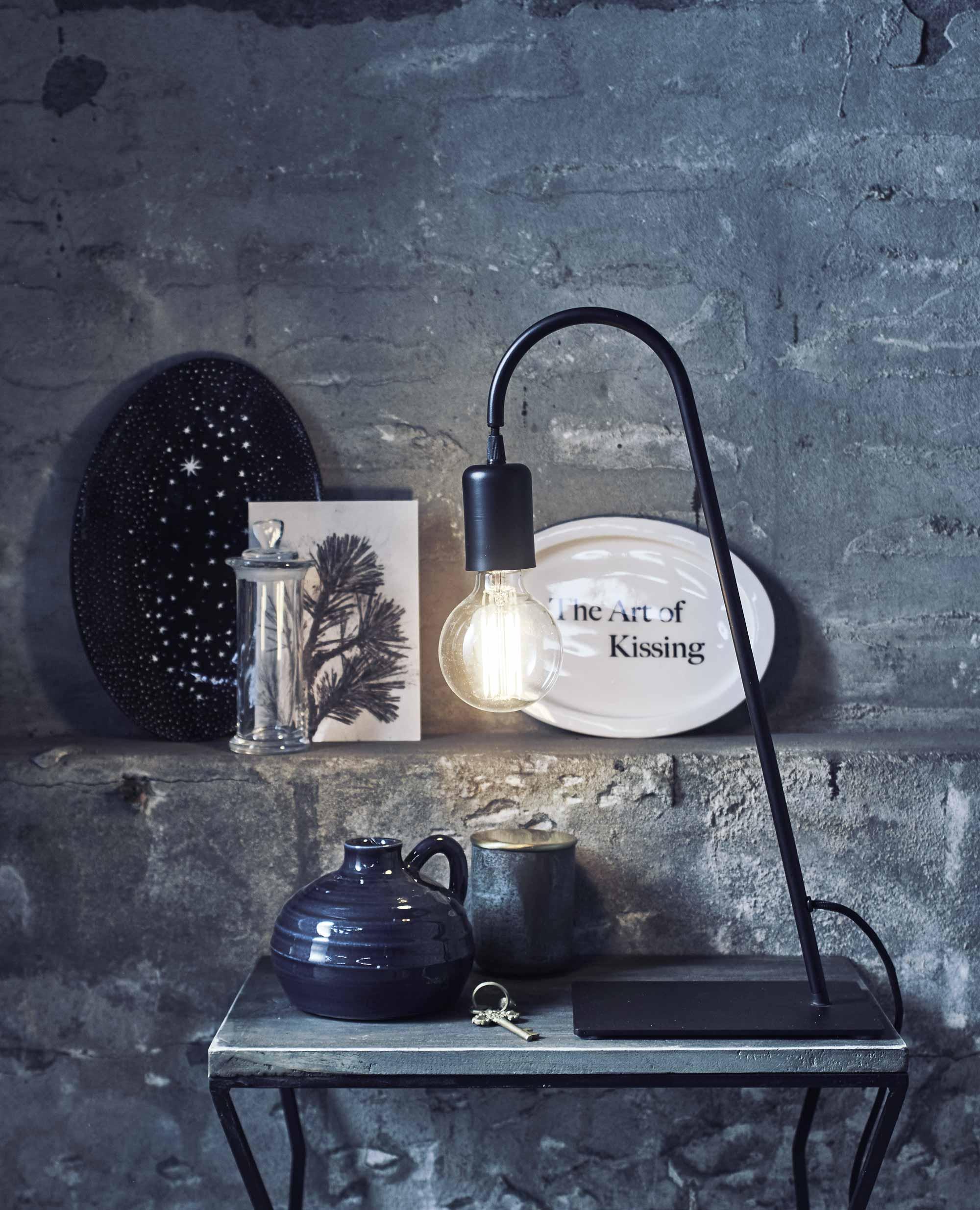 zwarte tafellamp vtwonen