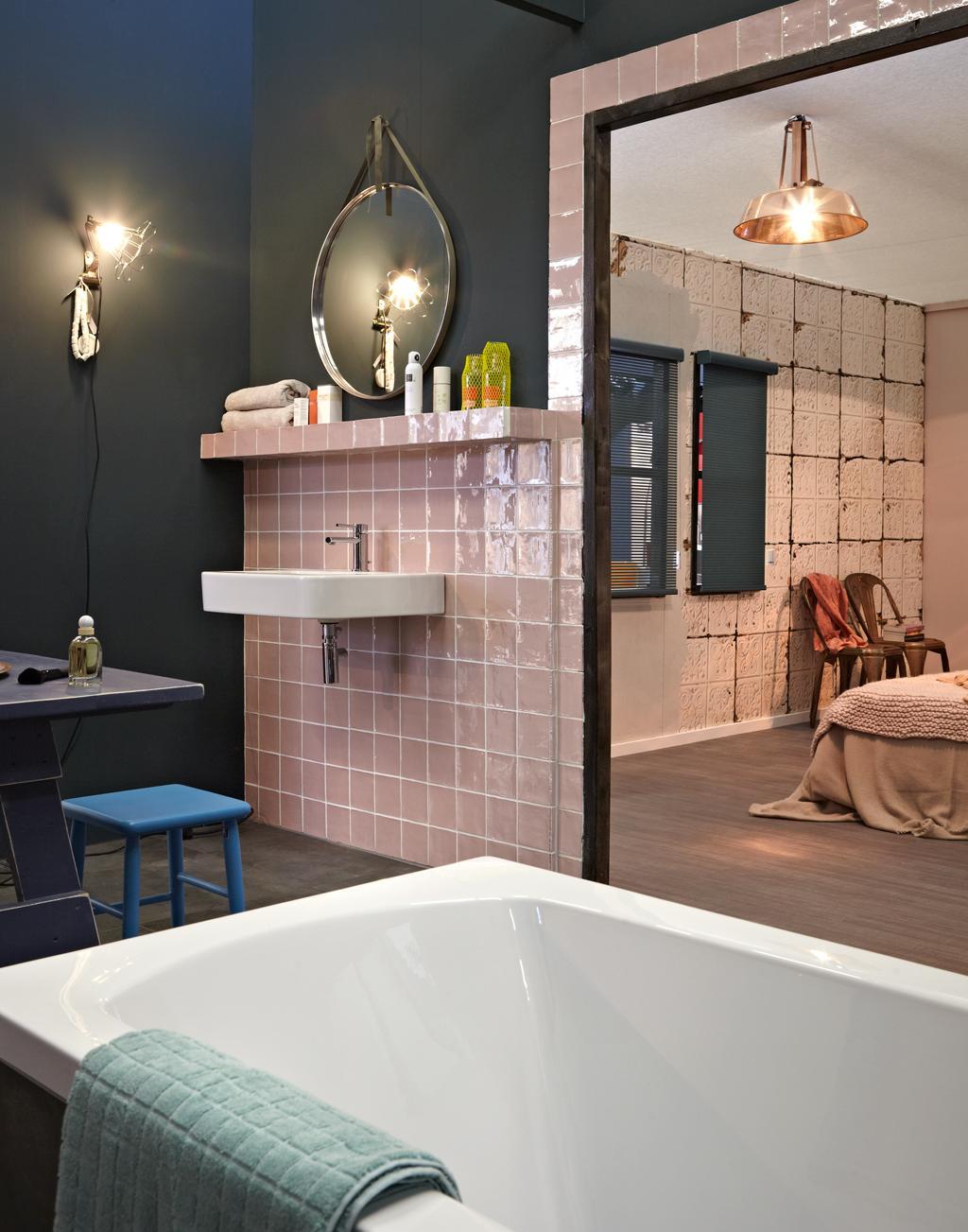 zachtroze badkamer