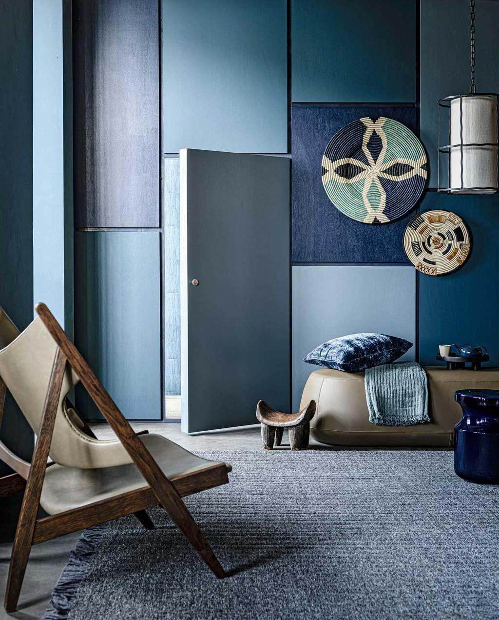 vtwonen 11-2020 | styling blauw zithoek in de slaapkamer