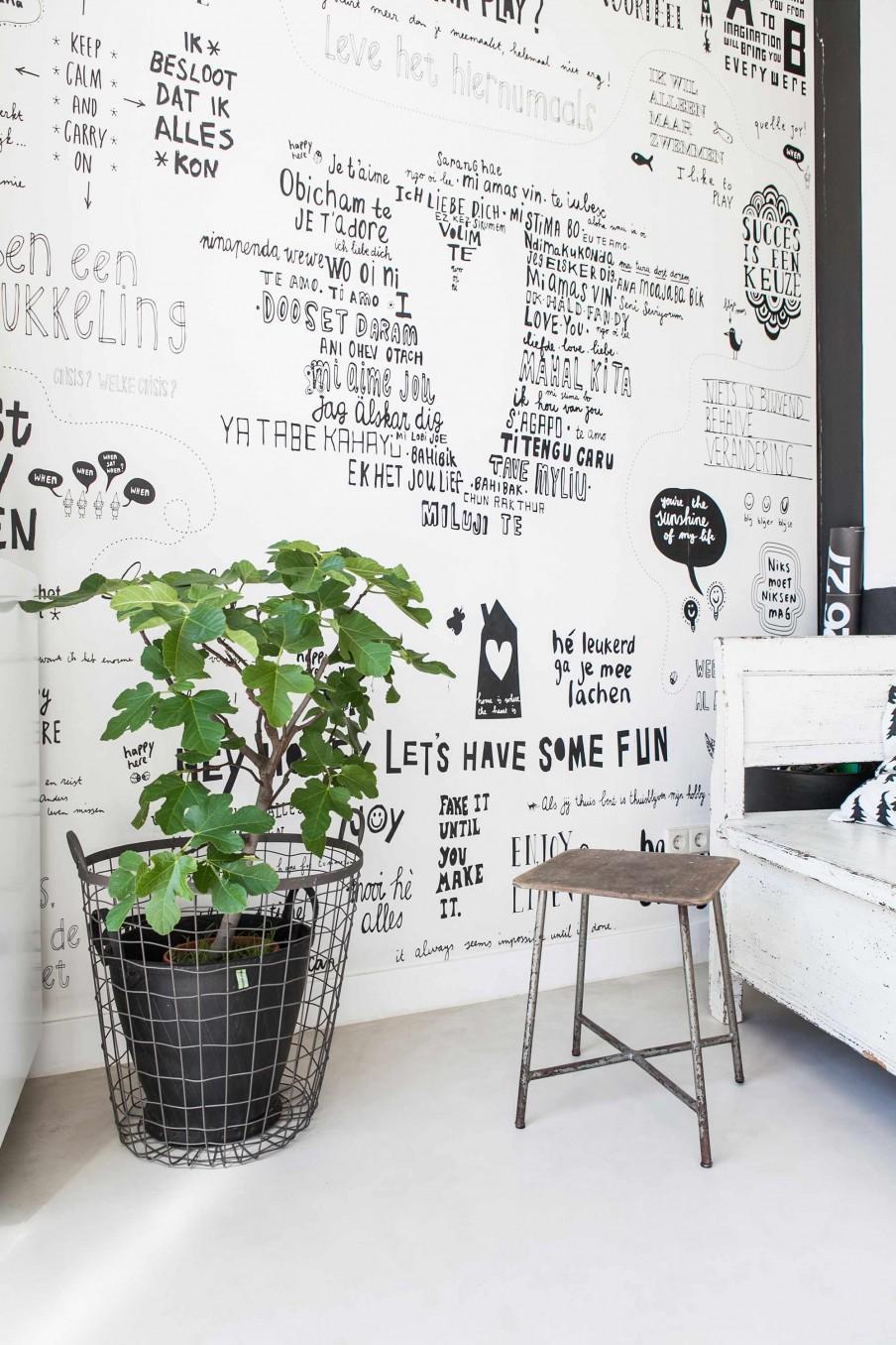 mur écritures noir et blanc