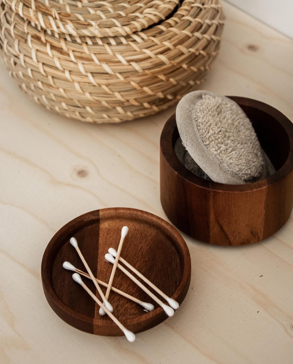 houten opbergbakjes wastafel