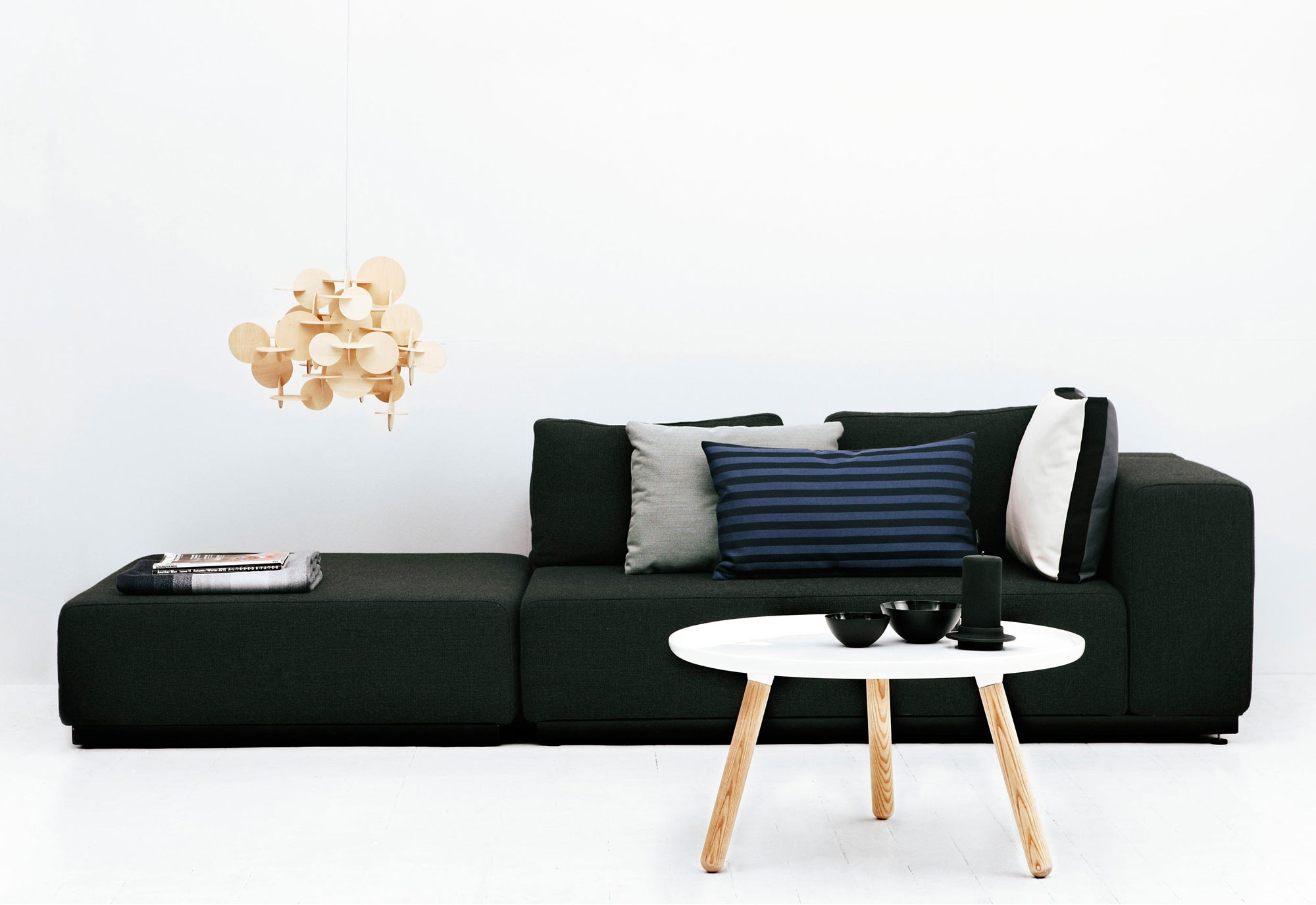 Stylen met een ronde salontafel - Normann Copenhagen