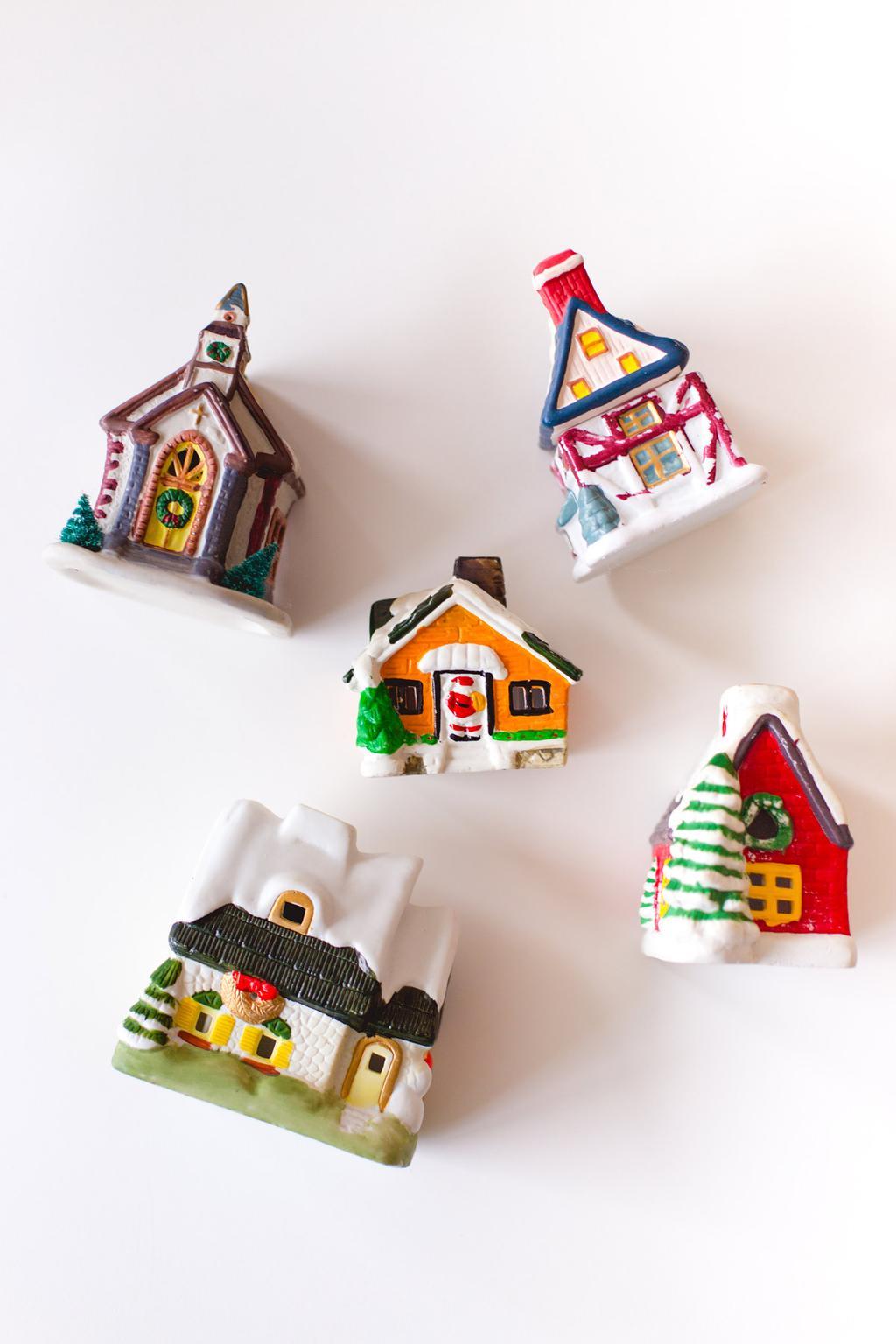 Kleurrijke kersthuisjes voor in een kerstdorp gevonden door blogger Oh Marie!