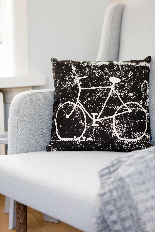 Zwart kussen met fiets