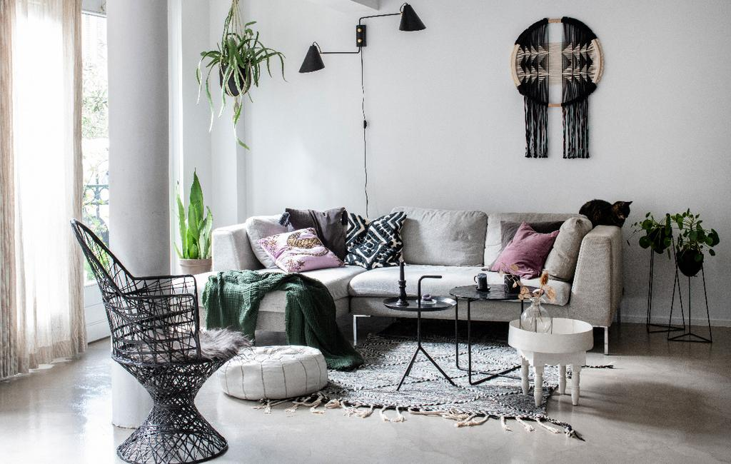 vtwonen 09-2020 | binnenkijken minimalistische woning amsterdam minimalistische woonkamer met grafische details