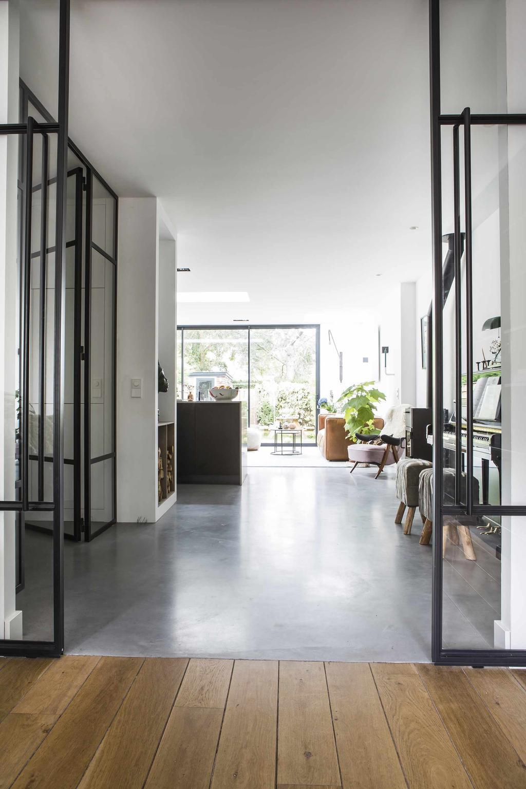 Glazen deuren met stalen frame
