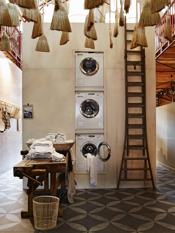 Gestapelde wasmachines