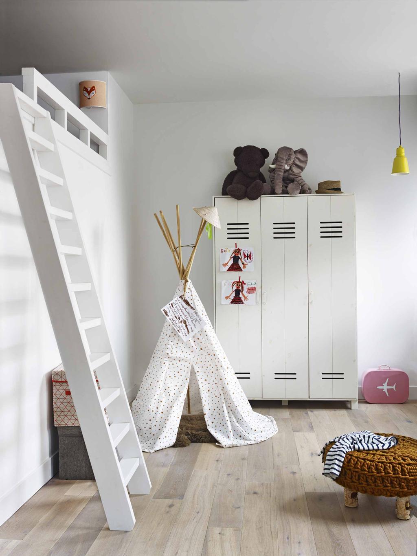 slaapkamer met locker kast