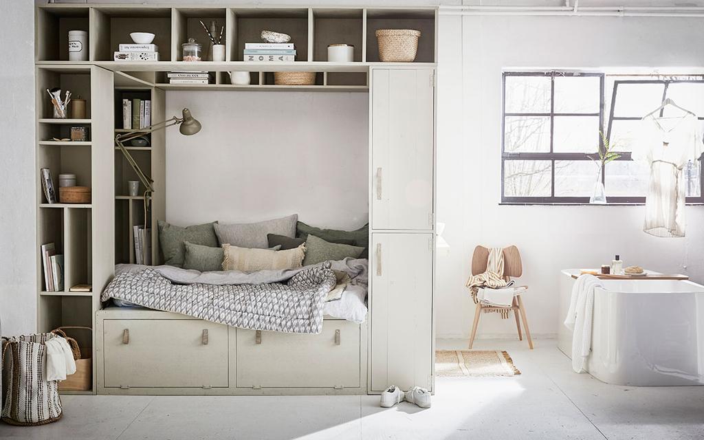 Slaapkamer met kast als bedombouw