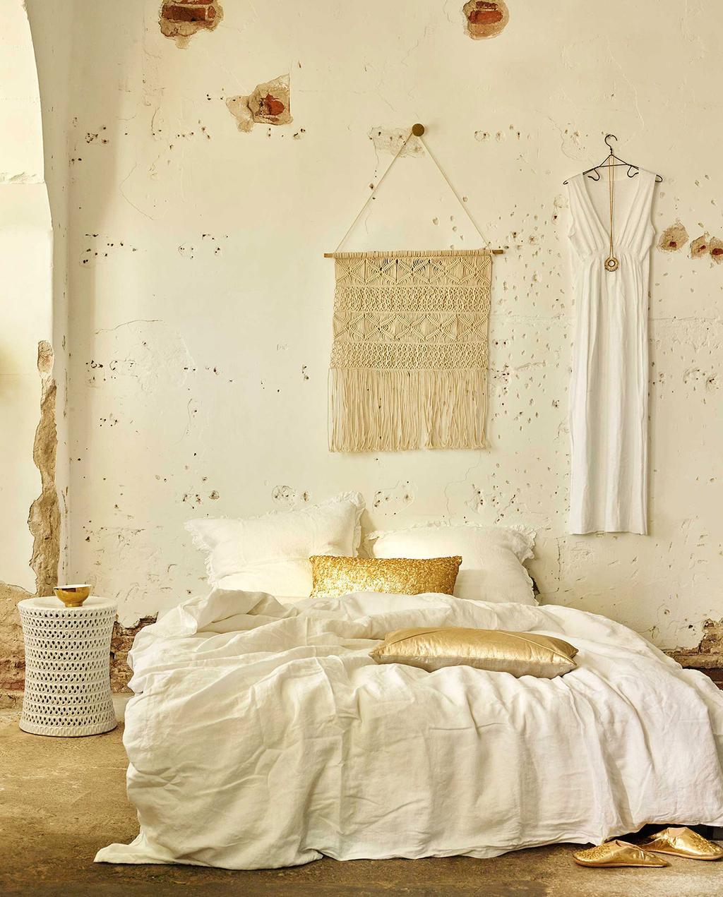 vtwonen 07-2016 | slaapkamer met bohemain stijl en gouden details