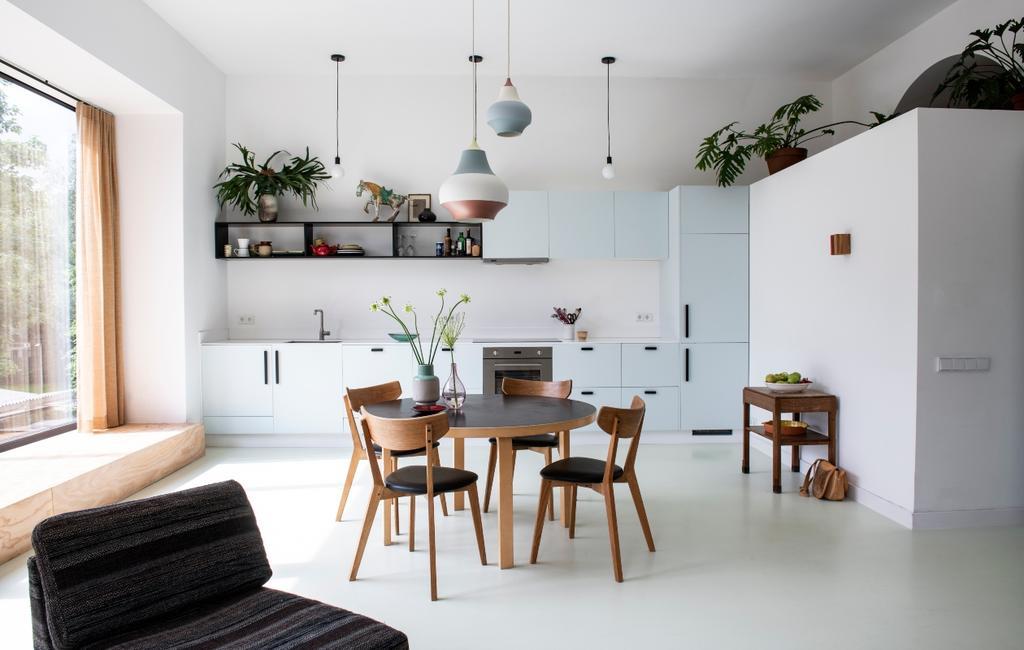 vtwonen binnenkijken 03-2020 | binnenkijken Amsterdam woonkeuken met ronde eettafel